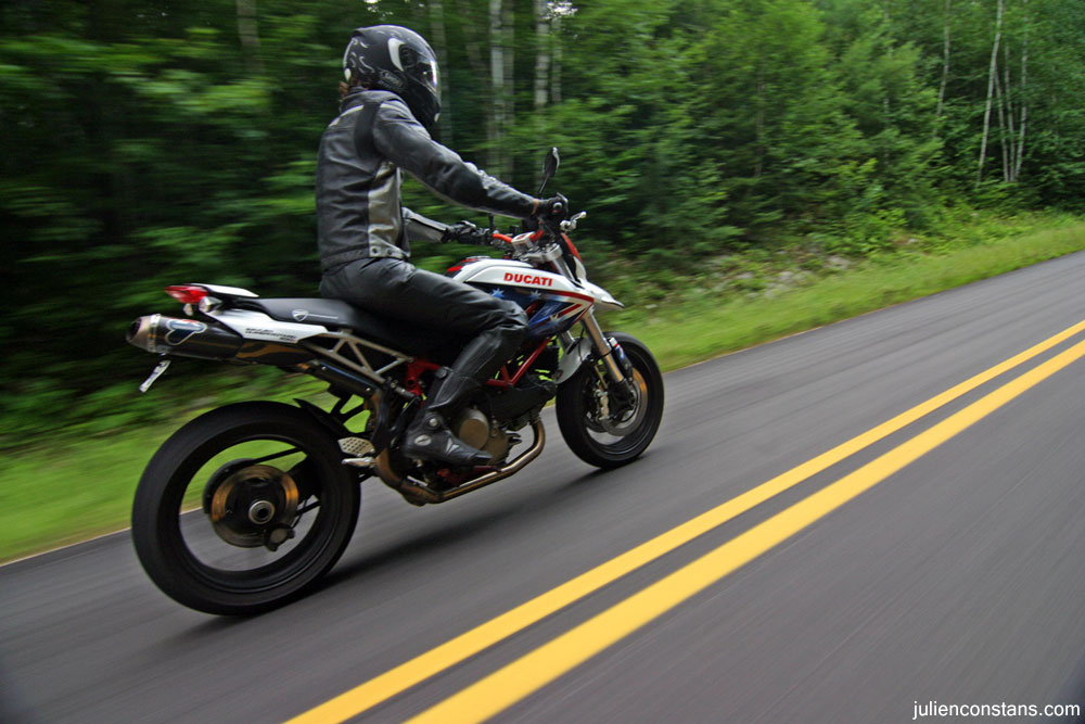 Ducati Hypermotard rolling